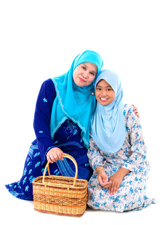 muslim mother and daughter photo