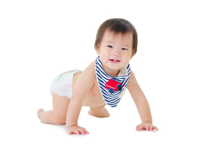 bebe gateando: Precioso bebé asiático