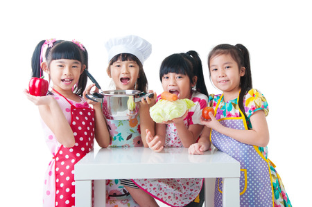 ni�os cocinando: Comer sano desde una edad temprana