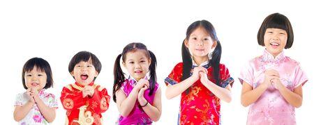 niños chinos: Grupo de niños asiáticos en deseen gesto. Nuevo concepto chino año.