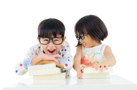 Alegres niños de jardín de infantes