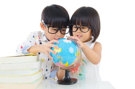Asian kids looking at the globe Standard-Bild