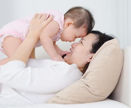 乳幼児: 母親と赤ちゃん 写真素材