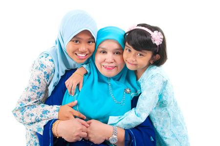 Malay Frau und Töchter Standard-Bild - 40882633