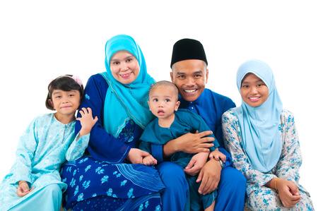 Porträt einer fröhlichen malay Familie Standard-Bild - 40882637
