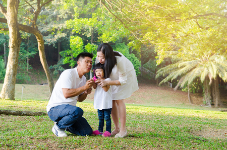 Asian family blowing bubble in the park 版權商用圖片