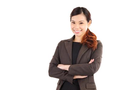 Portrait d'une femme d'affaires asiatique confiant isolé sur fond blanc