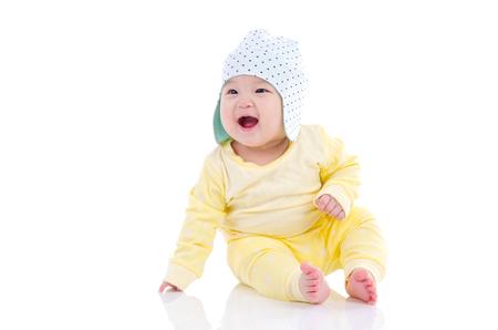 아시아 아기가 바닥에 앉아 웃음 스톡 콘텐츠