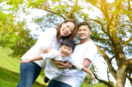Outdoor portrait of asian family 스톡 콘텐츠
