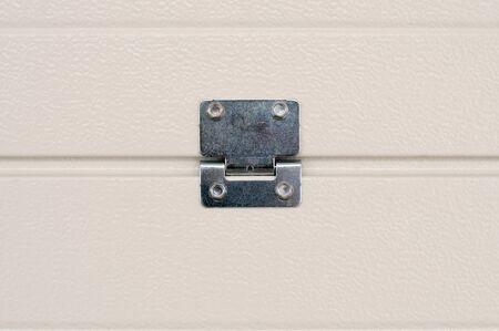 Weiße Garagentorplatten von innen mit Anschluss Standard-Bild - 89185129