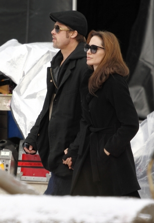Brad Pitt (L) and Angelina Jolie (R) during Angelina Jolies movie shooting in 9th District, on 9th November, 2010, in  Budapest, Hungary.Brad Pitt (B) és Angelina Jolie (J) Angelina Jolie filmjének forgatásán a IX. kerületben, 2010. november 9-én,  Editöryel