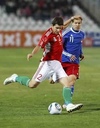ブダペスト - 11 月 11 日: ハンガリー Pal Lazar (L) と Burgmeier のリヒテンシュタイン リヒテンシュタイン対ハンガリー (5:0) 友好的なフットボールの試合