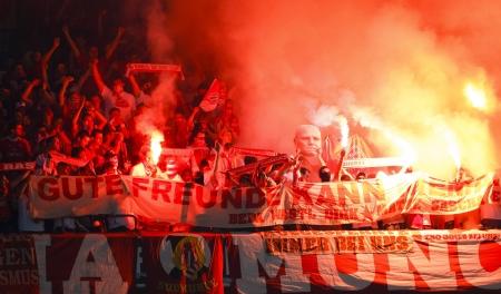 5 月 19 日 - ミュンヘン バイエルンのサポーター光火災の FC バイエルン ミュンヘン対チェルシー FC UEFA チャンピオンズ リーグ決勝試合中アリアンツ