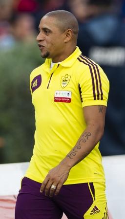 BUDAPESTE, 26 de julho - Legendary jogador Roberto Carlos Brasil de Anzhi durante Honved vs Anzhi Makhachkala UEFA Europa jogo da liga de futebol no Est