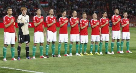 ブダペスト - 8 月 15 日: ハンガリーのチームのメンバー ハンガリー対イスラエル友好的なフットボールの試合前にプシュカ スタジアムで 2012 年 8 月