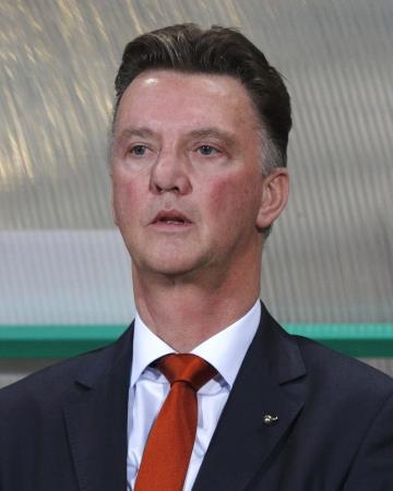 ブダペスト - 9 月 11 日: オランダ Louis ヴァン Gaal 中にヘッドコーチ ハンガリー対オランダ FIFA ワールド カップ予選でフットボールの試合プシュカ