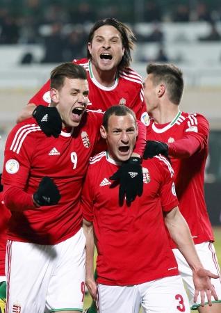 3 月 22 日 - ブダペスト: ハンガリー語 Szalai (9) と Imre Szabics (M) Pusk でハンガリーとルーマニア (演奏クローズド ゲート) の背後にある FIFA ワールド カ
