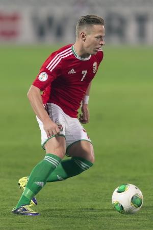 BUDAPEST - OUTUBRO 15: húngaro Balázs Dzsudzsák com a bola durante Hungria contra Andorra partida de futebol no Estádio Puskas outubro em 15, 2013, em Budapeste, Hungria.