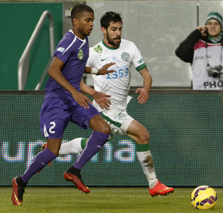BUDAPEST, HUNGARY - DECEMBER 2, 2014: Pedrag Bosnjak of Ferencvaros (r) runs next to Loic Nego of Ujpest during Ferencvaros vs. Ujpest League Cup football match in Groupama Arena on December 2, 2014 in Budapest, Hungary. Stock fotó - 34288778