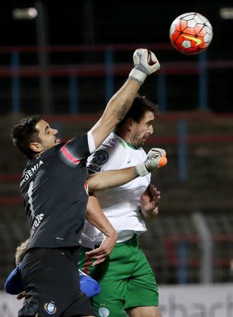 bode: BUDAPEST, HUNGARY - NOVEMBER 21, 2015: Air battle between Lajos Hegedus of MTK (l) and Daniel Bode of Ferencvaros during MTK Budapest - Ferencvaros OTP Bank League football match at Illovszky Stadium. Editorial