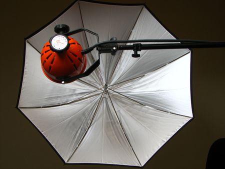 photography session: photo lamp with white photo umbrella portrait