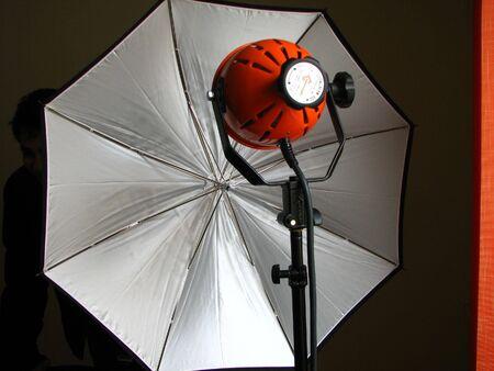 photography session: photo lamp with white photo umbrella landscape