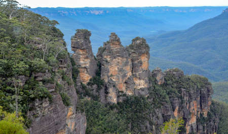 three sisters: Rugged cliffs in Australian mountains - Scenic Three Sisters Stock Photo