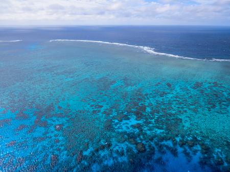 グレート ・ バリア ・ リーフ - エイジン コート リーフ、オーストラリアの空撮 写真素材