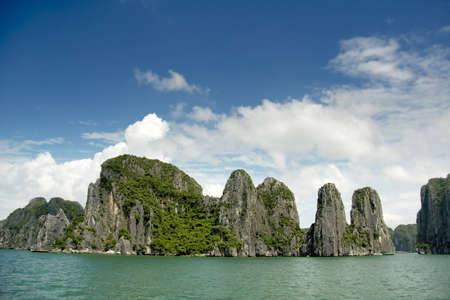 halong: Rock formations at Ha Long