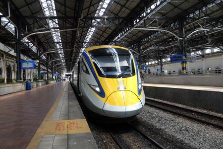 새로운 ETS 클래스 93 고속 KL 역에서 고속 열차.