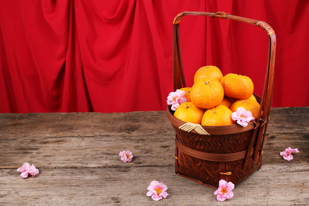 Basket of mandarin oranges with Chinese New Year decorations 版權商用圖片