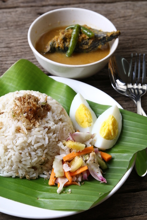 Nasi dagang, 말레이 반도의 동해안에 대중적인 Malaysian 식사.