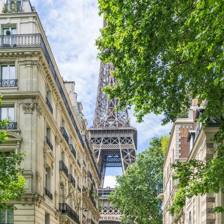 Streetview near the Eiffel Tower in Paris Zdjęcie Seryjne