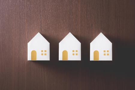 model van huis op houten tafel Stockfoto