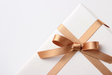 geschenkdoos op witte achtergrond