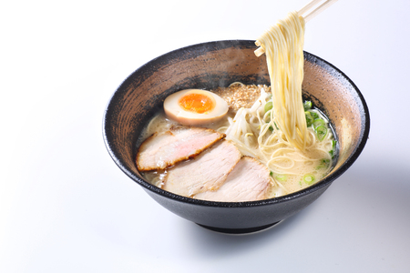 japanese ramen noodles on white background Imagens - 92033528