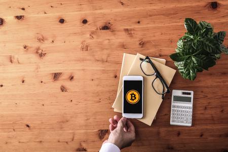 pagar com o conceito de bitcoins Foto de archivo