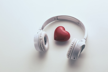 heart and headphone on the white background Foto de archivo