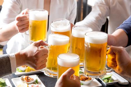 A toast in a pub 版權商用圖片