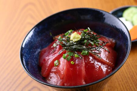Tuna bowl on wooden table 写真素材