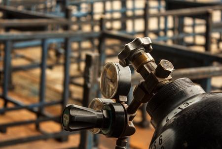 gas cylinder: v�lvula del cilindro de gas de edad