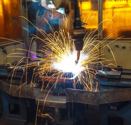 robots lassen in een autofabriek