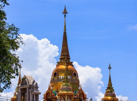 the emerald city: Wat buddhism in thailand beautiful Editorial