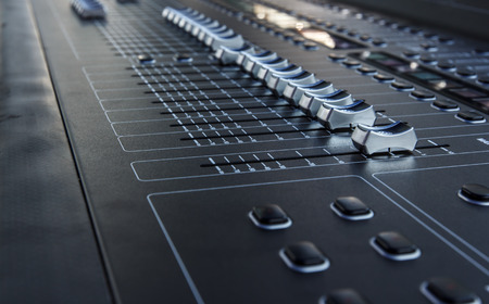 estudio de grabacion: Mezclador de sonido útil para diversos música Foto de archivo