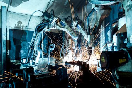 fabrik: Schweißroboter Bewegung in einer Autofabrik