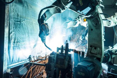 montaje: Soldadura movimiento robots en una f�brica de coches