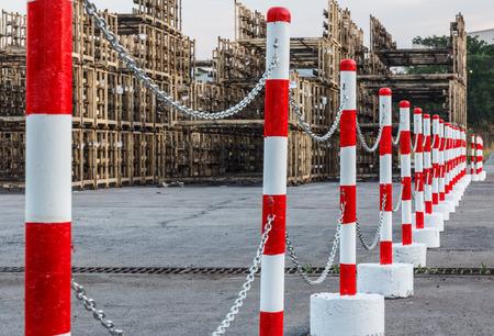 torres el�ctricas: Torres blancas rojas de advertencia de tr�fico Alertas