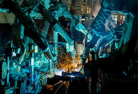 Team lasrobots geven de beweging in de auto-onderdelen-industrie