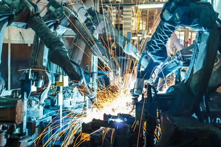 industriales: Robots de soldadura Equipo representan el movimiento en la industria de piezas de autom�viles Foto de archivo