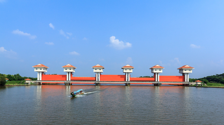 sluice: Sluice large on the Bang Pakong River in Chachoengsao, Thailand . Stock Photo